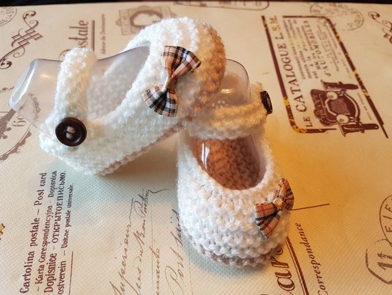 0-3 Newborn Hand Knitted Black with spotted bow Baby Shoes Premie 3-6 and 6-9