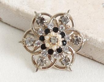 Vintage 50s rhinestone seed pearl enamel snowflake brooch