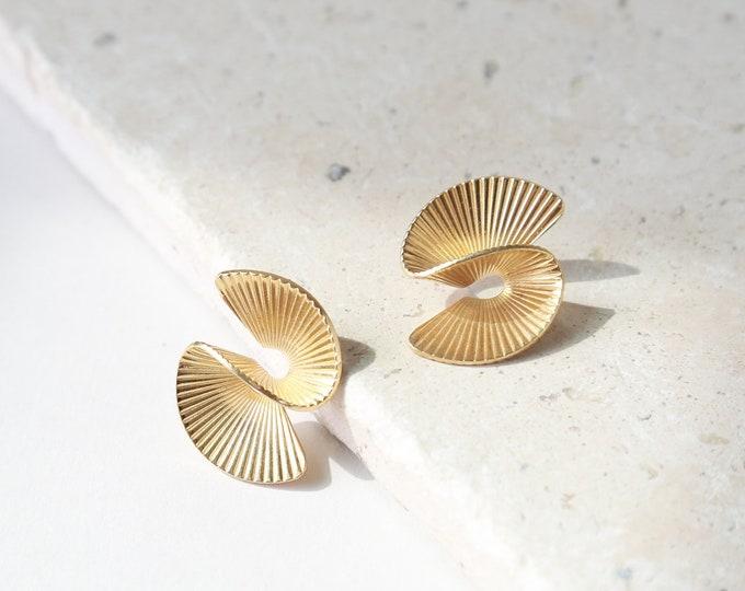Fan earrings | gold statement earrings | vintage 80s gold earrings