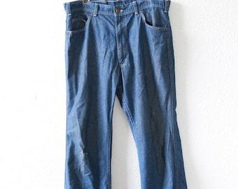 Vintage 70s Levis medium wash blue jeans USA straight leg salvage W37 L30