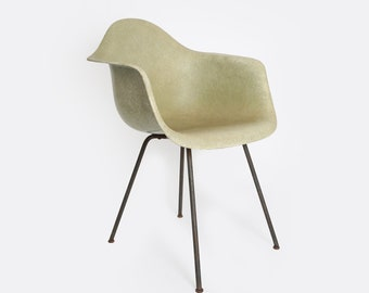 "Eames DAX chair | Vintage 50s Mid Century Modern Eames ""Greige"" shell chair 
