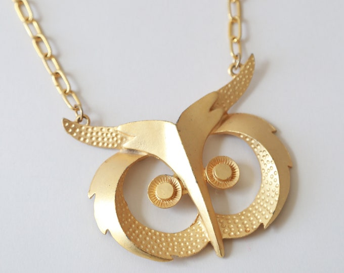 Vintage 70s large gold tone Owl necklace