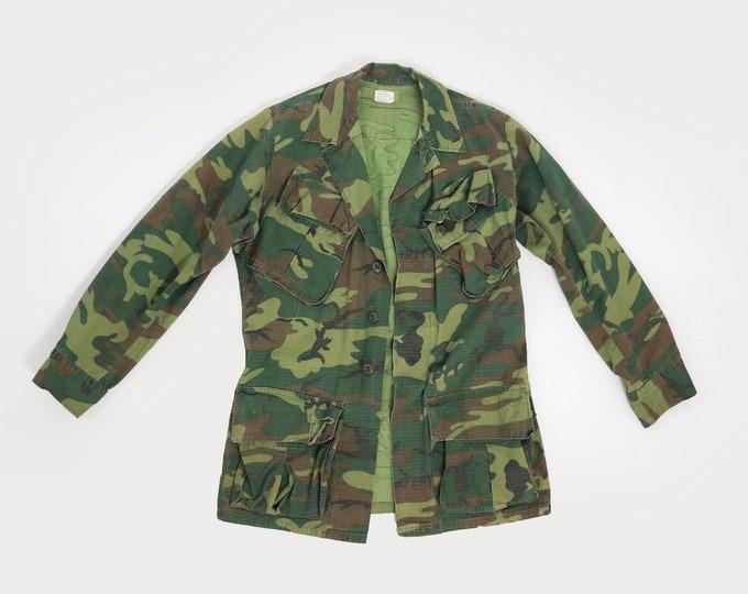 Military issue camo jacket XS   poplin VIETNAM era camouflage jacket