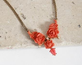 Antique vintage 40s carved bakelite coral rose pearl necklace