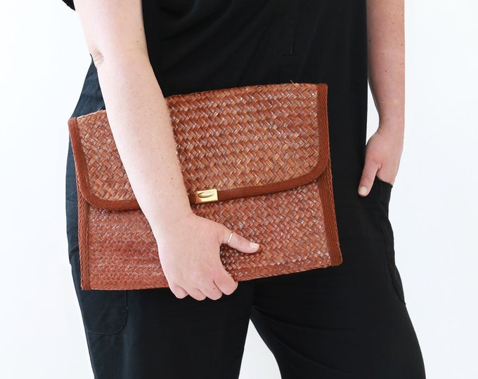 70s woven straw clutch purse