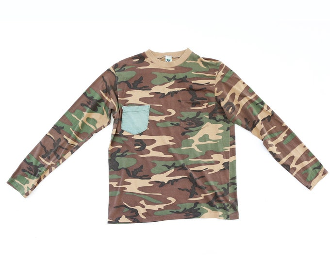 Camo Tee | Vintage 80s paper Camo double pocket Hunting T-Shirt USA L