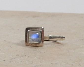 Modernist moonstone ring | Vintage Sterling Silver square Moonstone ring