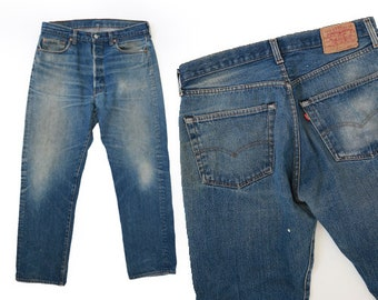 501 Levis | Vintage 70s 501 Levis red tab button fly jeans USA workwear W32 L28