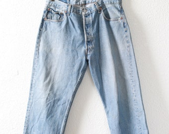 Vtg 501 Levis red tab light wash blue jeans USA salvage cropped capris W36 L23