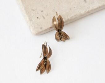 Lily flower earrings | Vintage 60s brass dangle earrings