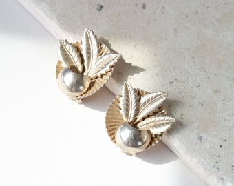 cabana earrings | gold statement earrings | vintage 80s gold clip on earrings | tropical earrings