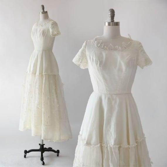 I. Magnin wedding dress   Vintage 1950s Ivory Silk
