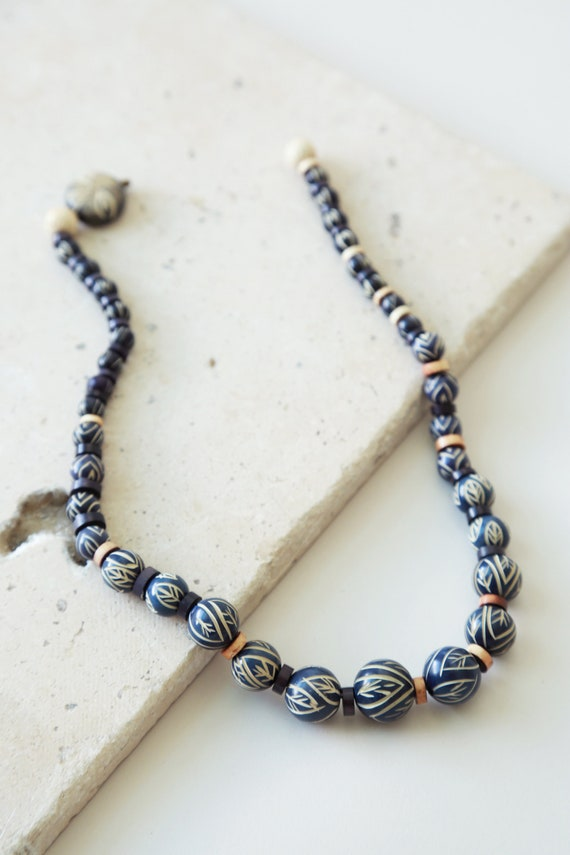 Antique carved beaded Necklace | vintage 40s crave