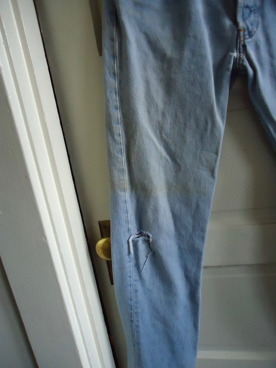 Vintage 90s LEVIS 501 Buttonfly Denim Jeans DISTR… - image 3