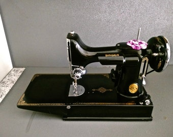Excellent Singer Featherweight Sewing Machine