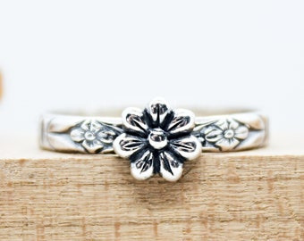 Flower Stacking Ring Sterling Silver Floral Band Ring Vintage Style Ring Handcrafted Botanical Jewelry Daisy Flower Ring