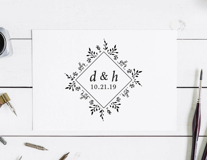 Monogram Wedding Stamp Floral Wreath Wedding Monogram Stamp Floral Wedding Favor Stamp Custom Wedding Stamp for Gift Tags 1:15