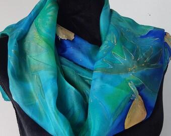 Forest Green Hand Painted Silk Scarf. Garden Birds. Long Green Shoulder  Wrap. Luxury Silk Scarf. 18x71 inch Scarf, Foulard en soie Vert 19fb8cc17c8
