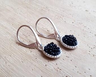 Boucles d'oreilles en argent et perles brodées