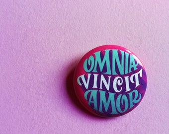 Omnia vincit amor button, latin button, Love conquers everything