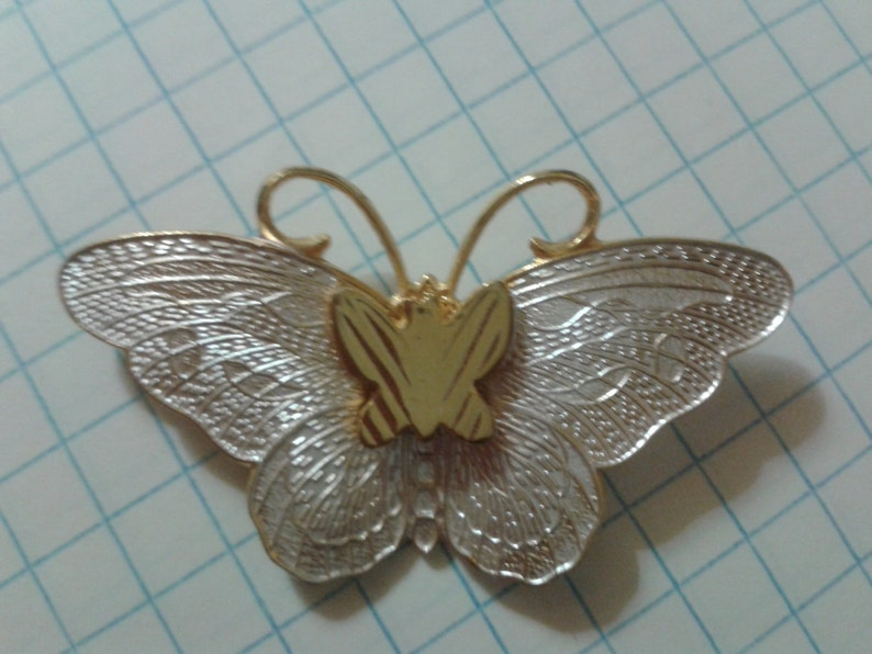 Vintage Pearly White /& Gold Tone Butterfly Brooch Pin Jewellery Jewelry