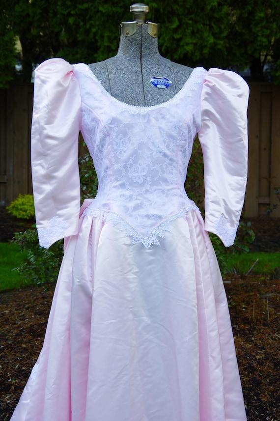 Vintage Pale Pink Wedding Dress with Lace Detaili… - image 2