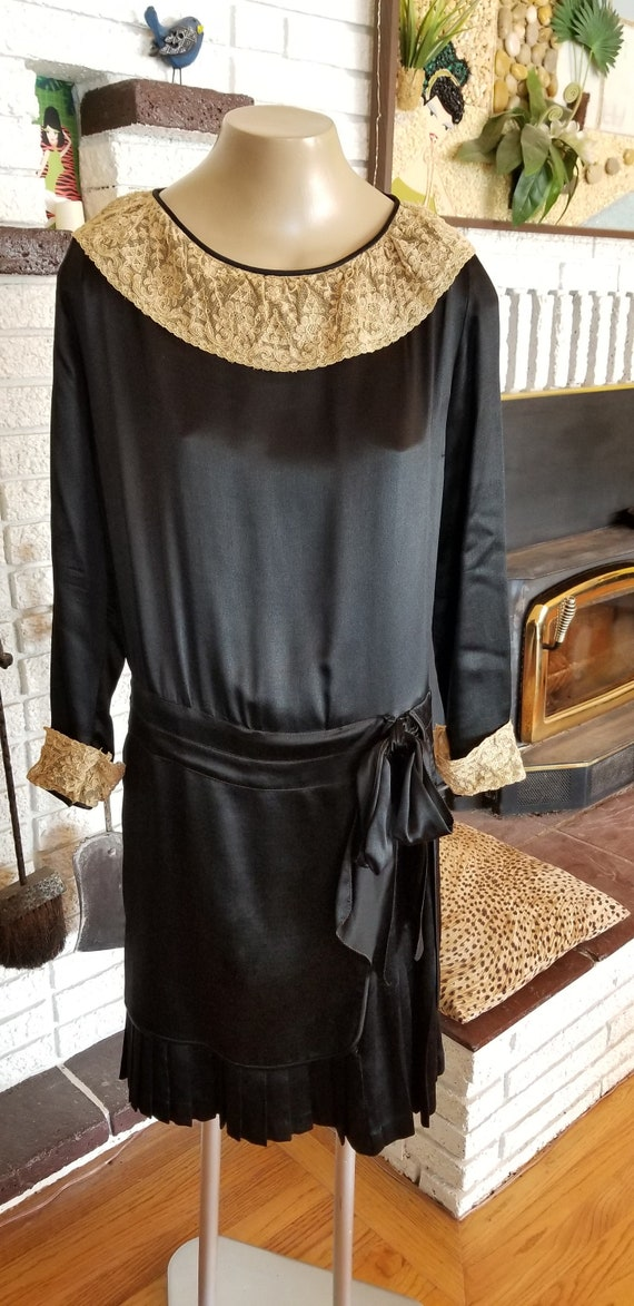 Adorable 1920's Black Silk Day Dress!! Gatspy Styl