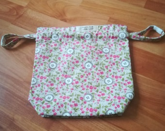 Project Bag.  Crochet Bag. Drawsting. Knitting.  Sewing.  Sock.  Floral Print.  Notions Pouch. Pink. Green.  Flowers.