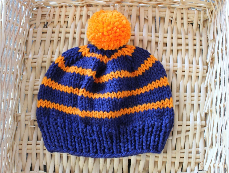 e785fbb04 Gorritas tejidas del niño azul y naranja para los muchachos.