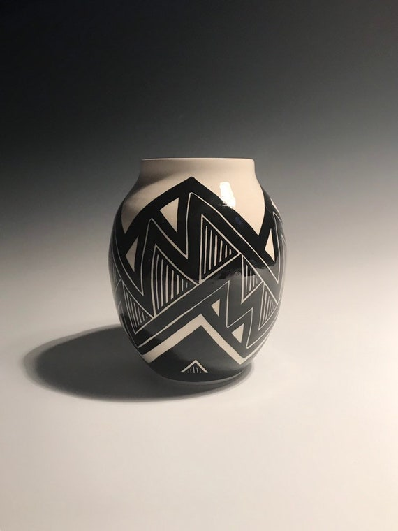 Medium zigzag pot - number 102