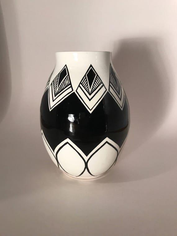 Symmetrical repetitive pot