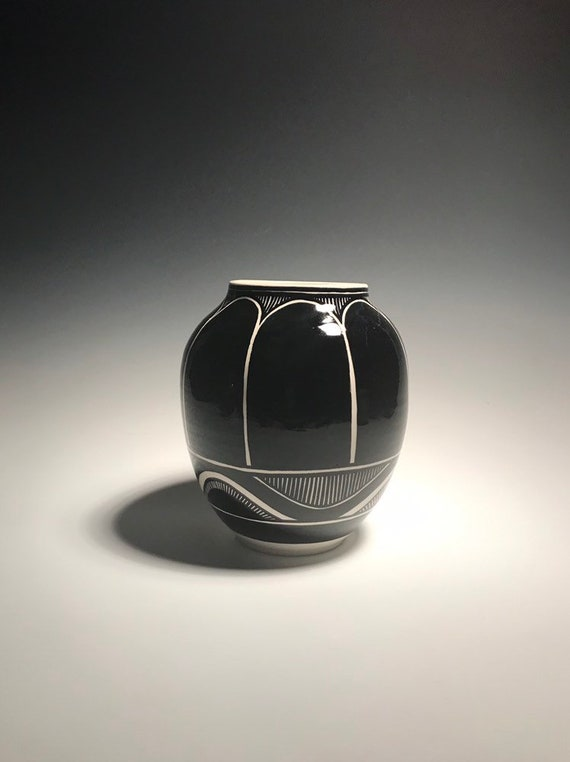 Medium black and white pot -Number 101