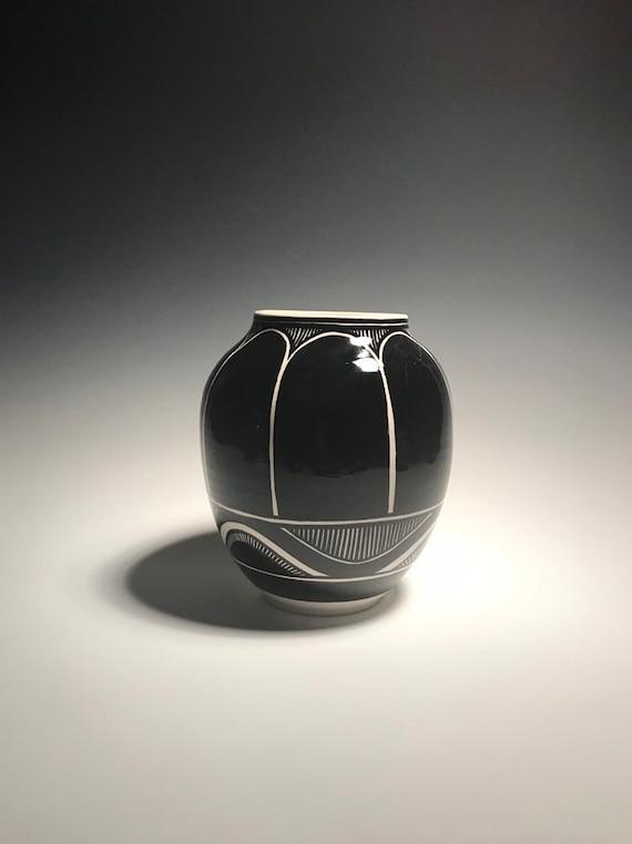 Medium black and white pot -Number 101
