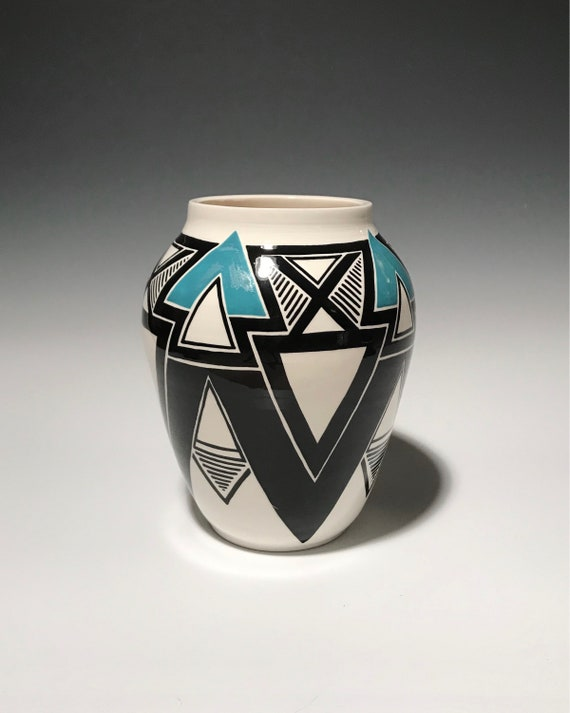 Geometric pot with turquoise