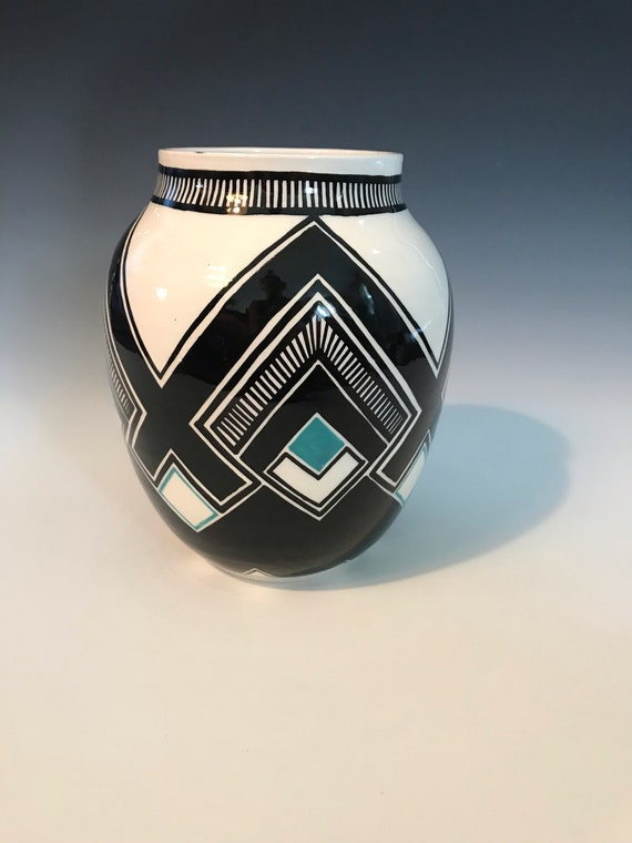 Large diamond pot