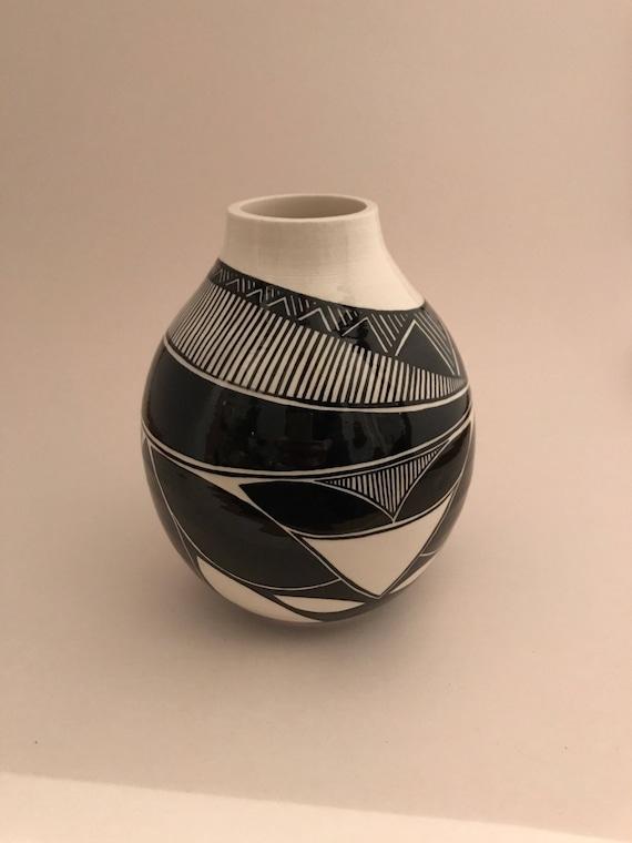 Asymmetrical pot