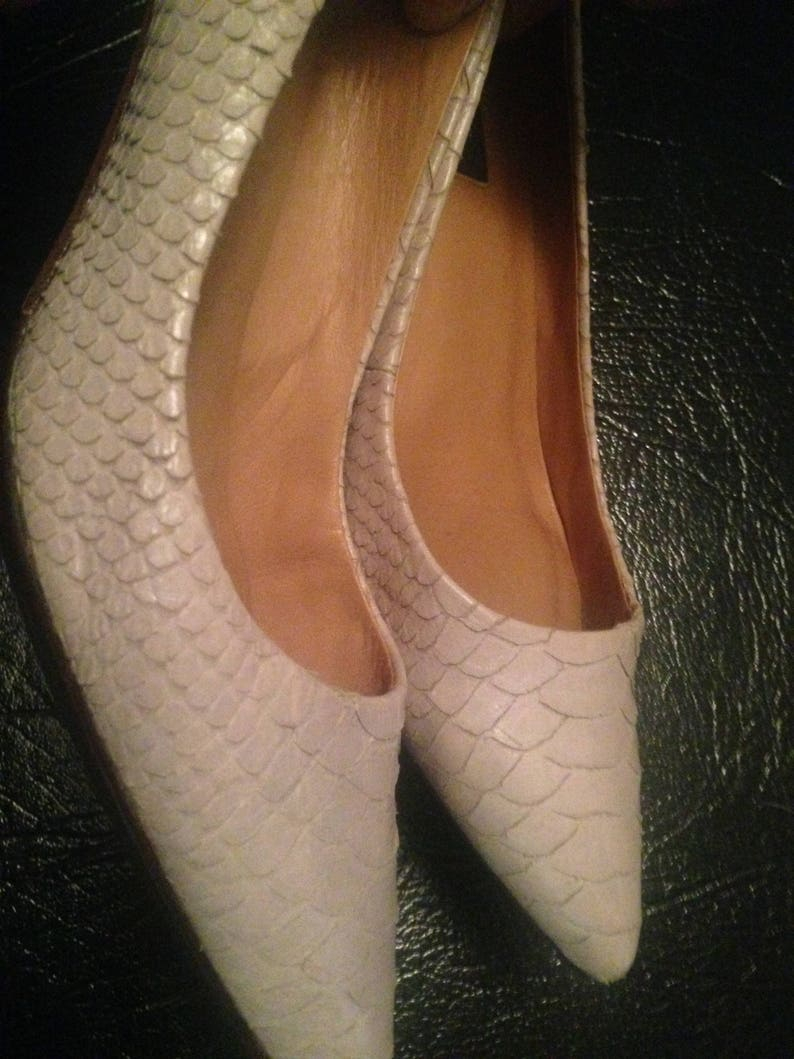 88a8bc136a771 SALE - Classic Ann Taylor Pumps/Heels Leather Snakeskin Kitten  Heels/Pointed Closed Toe Beige Pumps/Dress Shoes Women's Size 8M