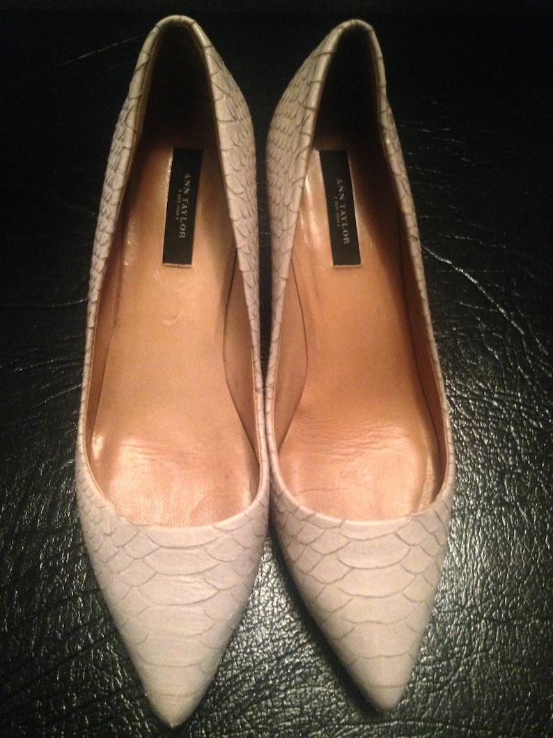 35a14c50dc28f Sale Classic Ann Taylor Pumps/ Heels Leather Snakeskin Kitten Heels/  Pointed Closed Toe Beige Pumps/ Dress Shoes Women's Size 8.5 m