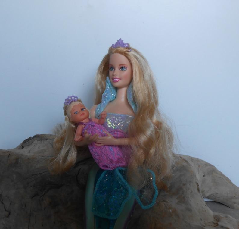 Sirènes magiques Barbie et poupée Sy, queue de lumière-up Barbie Sirène,  vintage Barbie et Jacques poupées, support inclus.