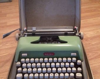 Royal Futura 800 - Two Tone Green/Gray 1950s Typewriter