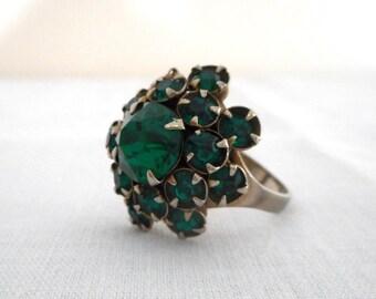 Vintage Emerald Green Rhinestone Cocktail Ring