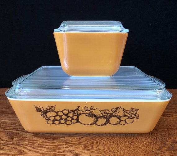 VTG pair Pyrex 501 Brown Refrigerator Dishes with Lids Town and Country Old Orchard