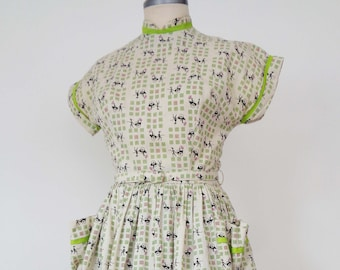 CLASSIC Vtg 50s Fit & Flare Dress with RICKSHAW Novelty Print and Rhinestones! Small
