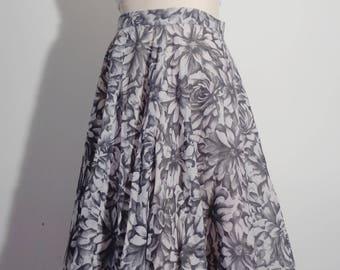 Vtg 50s BLACK & WHITE Floral CIRCLE Skirt, Small