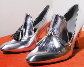 SALE, was 110....90s Does 60s SILVER Mirror Heeled Loafers with TASSELS, size 7.5 to 8