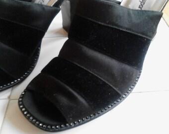 fcf5438fdd96 Newport News Black Slides