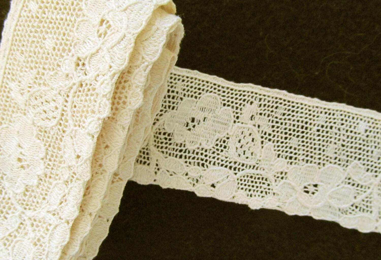 Blanc cassé très Fine dentelle de coton avec empiècement bordé délicates fleurs et feuilles très délicates bordé 84 pouces de longueur et 1-1/8