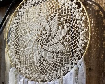 14 inch Cream and white ready to ship Dreamcatcher, Crocheted Dreamcatcher, Vintage Doily Dreamcatcher