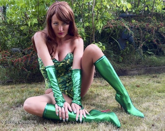 Poison Ivy accessories: boots and matching gloves. Handmade original
