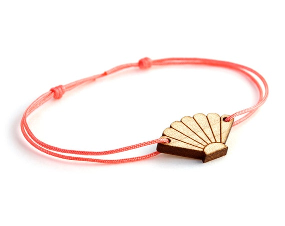 Seashell bracelet - 25 colors - scallop bangle - adjustable length - lasercut maple wood - minimalist jewelry - unisex - customizable